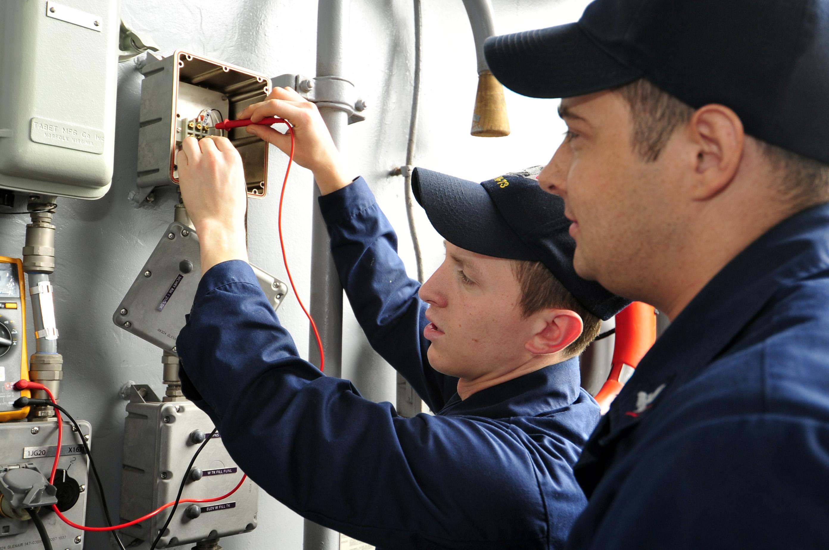 elektrikere på opgave